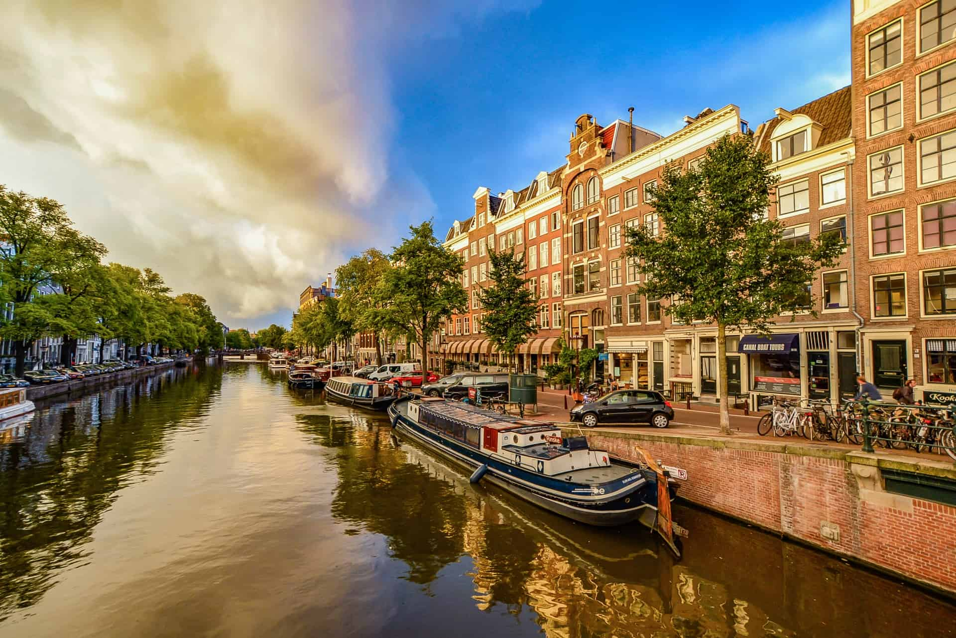 storm-approaching-in-amsterdam